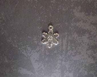 silver metal snowflake charms