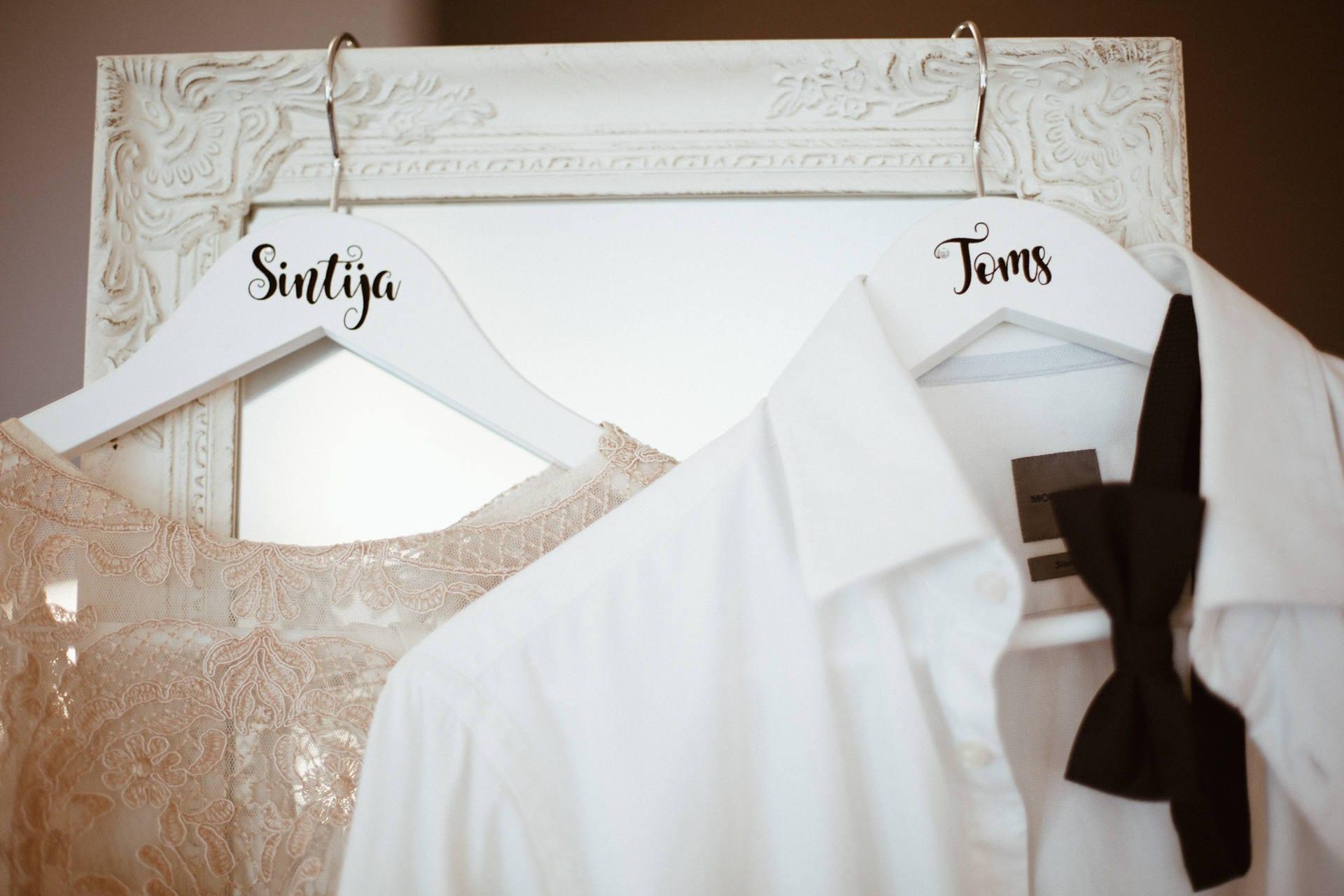 Hochzeit Kleid Anzug Kleiderbügel individuell graviert