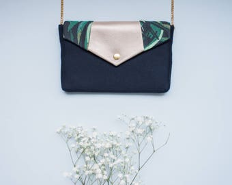 Bernadette: handbag made of blue wool with a flap made of tropical print and iridescent leather, golden chain