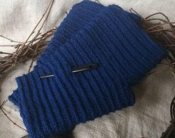 Nalbinding wrist warmers, fingerles gloves, mittens done in nålebinding, needlebinding gloves, viking gloves, reenactment gloves