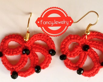 Red fan-shaped crocheted earrings