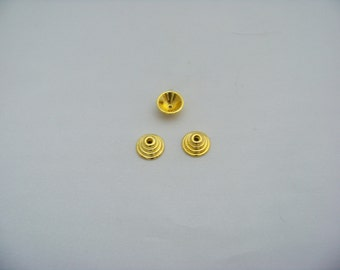 Gold Peg Top Charms  Finds2/3068