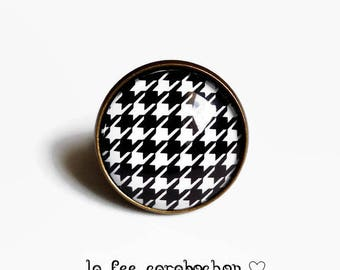 ring, houndstooth, black and white retro, glass cabochon