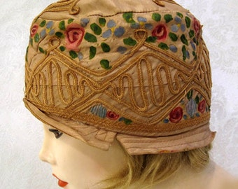 Vintage 20s Cloche Hat / Hand Painted Silk / Embroidered Flapper Cloche / Gifts for Her