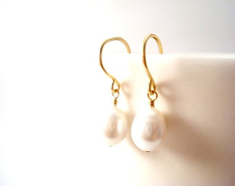 Delicate Gold Pearl Earrings, Floating Bridal Pearl Earring Drops, Dainty Freshwater Pearl Earrings, Natural Silvery White Pearl Earrings