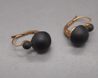 Endearing Antique Victorian 18 Carat Gold French Dormeuse Jet Mourning Leverback Earrings.