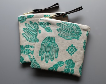 Cactus Coin Pouch. Southwestern style zipper bag. Gifts for cactus lovers. Mini pouch. Vegan pouch. Vegan leather wallet. Cactus print bag