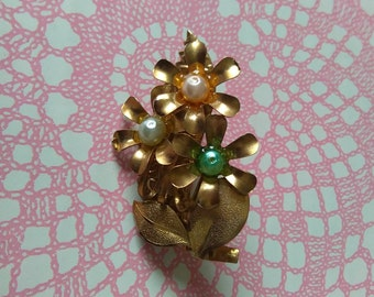 Vintage hippy flower brooch. - mid century, mod, multi colored, jewelry, spring, floral, pin, metal, jewellery, kitsch.