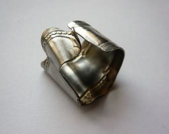 Ring chewed silver knife handle