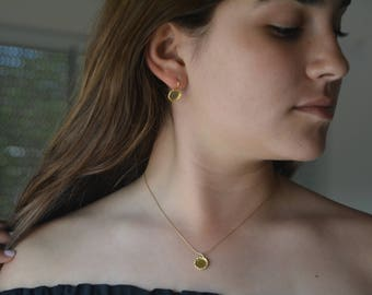Gold disc pendant necklace, minimalist pendant necklace, gold minimalist necklace, gold pendant necklace, bridesmaid necklace charm necklace