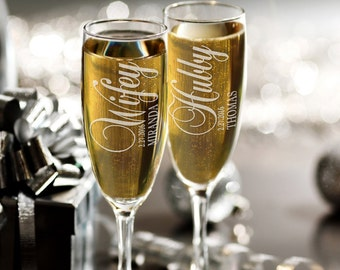 Wifey and Hubby Custom Set of 2 Champagne Wedding Flutes, Personalized Engraved Champagne Glasses, Toasting Glasses, Mr and Mrs Wedding Gift
