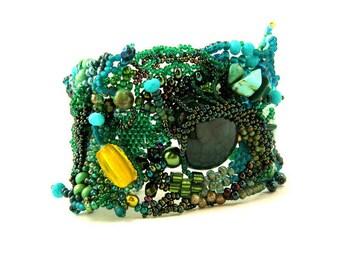 Green beaded bracelet, Freeform peyote beaded cuff, Bracelet for women / Green bracelet / Green jewelry / Original design