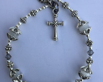 "Grey/white swarovski crystal and cats eye beaded cross bracelet. 7"""