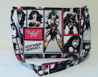 WONDER WOMAN Medium size zipper bag