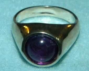Beautiful 10mm round Amethyst Cabochon Dome ring SIZE 8.5 solid Sterling Silver .925