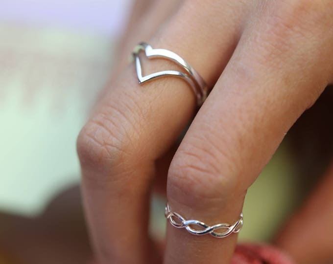 Simple rings // Dainty Rings in Sterling silver // Chevron V Stacking Rings // Stackable rings // Simple silver rings / fashion ring