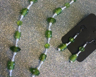 "23"" green necklace with earrings"