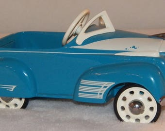 Vintage 1997 Hallmark Kiddie Car Classics 1941 Steelcraft Oldsmobile by Murray - QHG9036