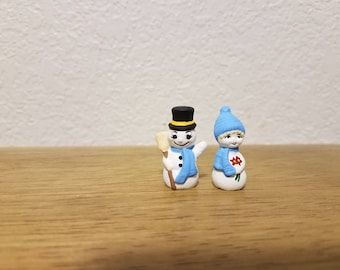 Ceramic TINY Mr. and Mrs Snowman (#950)-With broom and flowers