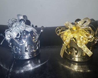 Fillable plastic gold crown party favor