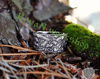 Celtic Dogs ring. Celtic Wolves ring. Wolves Ring. Ring with Celtic ornament elements and embellishments with wild dogs