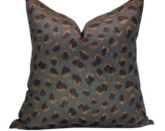Feline pillow cover in Taupe/Raisin
