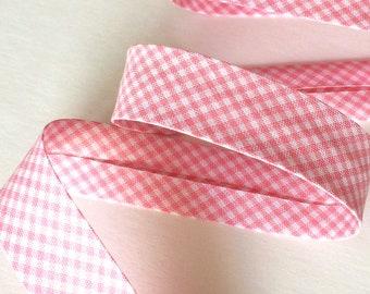 Biais coton pré-plié a petits carreaux vichy rose layette vendu au mètre