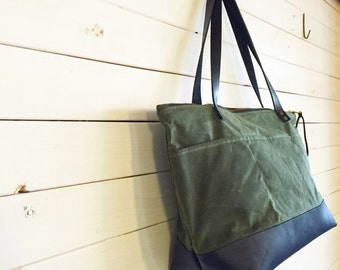 Waxed Canvas Traveler Bag with Zipper and Leather Bottom