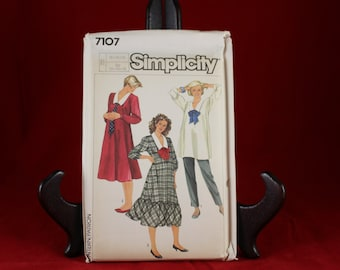 Vintage Simplicity 7107 Maternity Dress, Top, and Pull on Pants Pattern in Size 10,12,14.