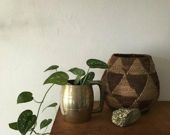 small hollywood regency brass planter. boho decor mid century mug planter. boho hammered brass planter. vintage figural planter