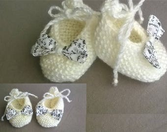 Baby booties shoes in wool with cotton bow