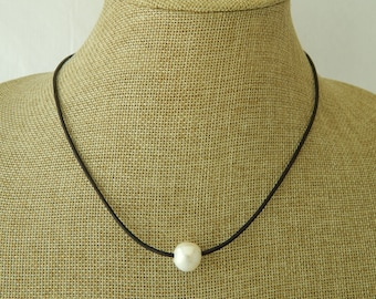 Black leather pearl choker, boho style jewelry, choker necklace, pearl on leather, beach boho, festival chic jewelry, summer resort jewelry