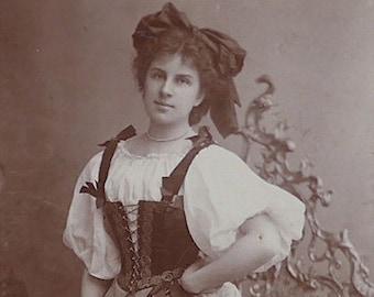 Floral Macdonald, Opera singer, D'Oyly Carte Opera Company, cabinet card, antique. In costume. Laniado & Bell Ltd. Manchester. 1896-1900.