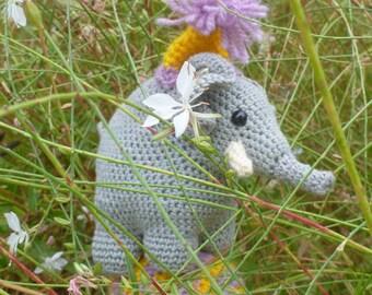 AMIGURUMI ELEPHANT TIGHTROPE WALKER