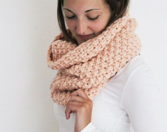 Scarf BELLA in Salmon | Infinity Scarf | Chunky Knit