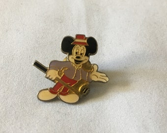 Vintage Mickey Mouse Golf Golfing Lapel Pin