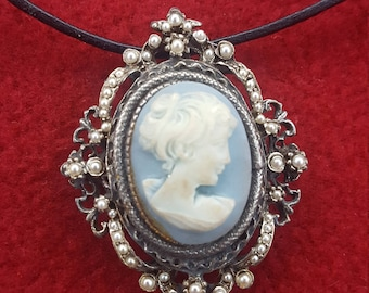 An authentic vintage Victorian brooch