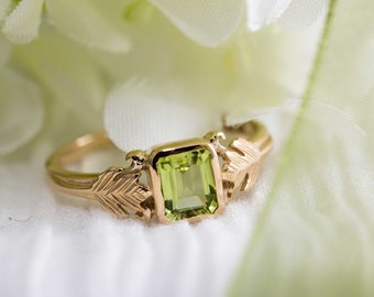 Art deco style gold ring with green peridot stone in emerald cut - Peridot ring / 9k gold ring