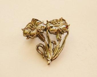 Vintage Silver Flower Brooch // Antiqued Silver Plated Metal Brooch // Ladies Accessories // Gift Idea