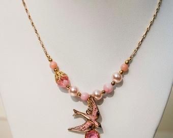 Bruant Rose charme collier en or - Vintage Repurposed, oiseau, perle, cristal