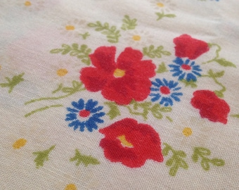 Vintage 60's Pretty Poppy Bouquet Fabric