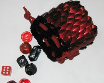 Scalemail Armor Dice Bag in knitted Dragonhide Dark Fire