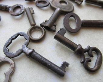 2 Antique Small Keys
