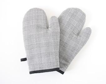 Plaids oven gloves