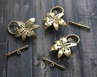 Gold Toggle Clasp - Gold Decorative Clasp - Gold Hibiscus Flower Toggle Clasp