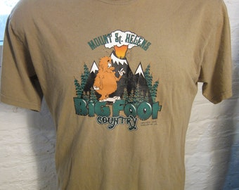 Size M (44) **Big Foot Mount Saint Helens Pacific Northwest Shirt (Single Sided)
