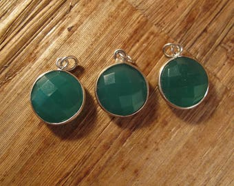 Green Onyx Charm with Silver Plated Bezel, Round Faceted Gemstone Pendant, Jewelry Supplies, Loose Charms (C-Ra2h)