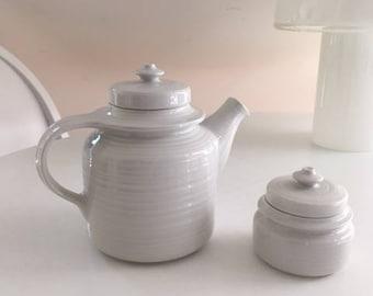 ARABIA FINLAND / Ulla Procope / KAARNA /Pottery / Ceramics / white / teapot sugar bowl