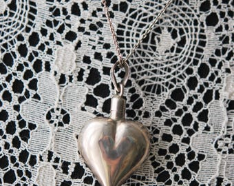 1940s VINTAGE Sterling Silver Puffy Heart Perfume Bottle Pendant Necklace Beautifully Crafted Mexican Silver Perfume Bottle Jewelry