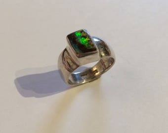 Ring in silver 925/-with Opal